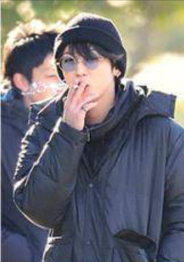 てる タバコ 芸能人 吸っ