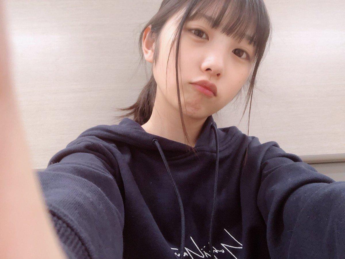 美少女・与田祐希のパーカー私服画像